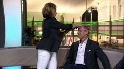 Nadia Comaneci mede a cabeça de Bart Conner, para comparar com bíceps de Arthur Zanetti
