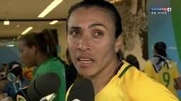 Marta pede para torcida não abandonar o futebol feminino