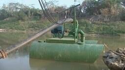 Por causa de seca, nova bomba flutuante é instalada em rio no Acre