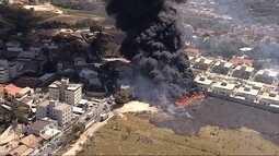 Incêndio destrói depósito de materiais recicláveis e assusta moradores em Contagem