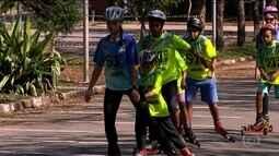 Projeto social ensina crianças e adolescentes a praticar o rollerski
