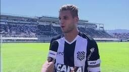 Rafael Moura diz que vitória na Copa do Brasil ajudou na partida contra o Santos