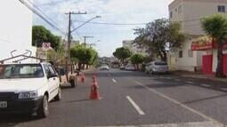 Motoristas de Uberlândia estão confusos com a sinalização na Avenida Segismundo Pereira