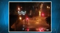 Chuva causa transtorno em Belo Horizonte na noite deste domingo (25)