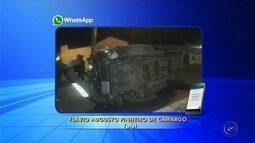 Motorista fica ferido após caminhonete capotar em Tatuí