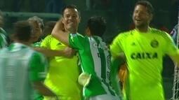 Redação AM: Marcelo Ortiz narra defesa do goleiro Wilson, do Coritiba