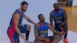 Time de basquete do Brasília dá uma pausa nos treinos para sessão de fotos
