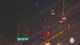Acidente causa bloqueio em pista da Marginal Tietê