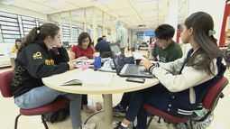Mudanças em biblioteca permite 'barulho' e atrai alunos do IQSC da USP de São Carlos