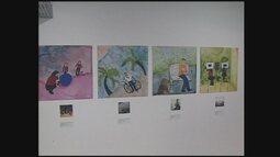 Exposição 'Pelo Teu Olhar' narra através da arte a história da APAE Chapecó