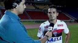 """Edson Júnior, após vitória do Atlético-GO: """"Não viemos aqui para brincadeira"""""""