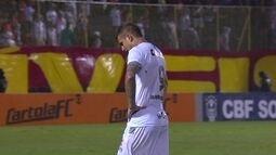 Rafael Moura fica desolado com a derrota e o rebaixamento do Figueirense