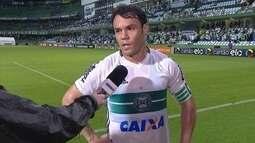 Kléber dá razão a torcedores que vaiaram o Coritiba após derrota em casa