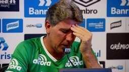 """Renato Gaúcho veste camisa da Chapecoense e se emociona em entrevista: """"Dor muito grande"""""""