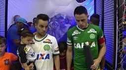 Jogadores de Corinthians e Sorocaba prestam homenagem às vítimas do voo da Chapecoense