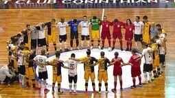 Jogadores de Corinthians e Sorocaba fazem minuto de silêncio em homenagem à Chapecoense