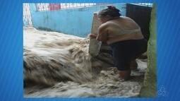 Chuva deixa ruas alagadas em Manaus