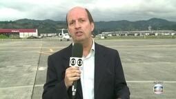 Avião com corpos de vítimas brasileiras do acidente da Chapecoense deixa a Colômbia