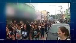 Alunos e professores de um colégio estadual em Saquarema, RJ, voltam a fazer protesto
