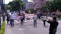Educação faz paralisação de 24h para reivindicar 13º salário em Petrópolis, no RJ