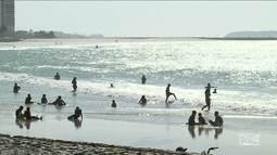 No feriado, movimento nas praias foi grande até mesmo onde o banho é impróprio
