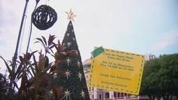 Árvore de natal com 30 m de altura é opção de lazer em Manaus