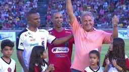Zico recebe homenagem durante partida contra a fome em Minas Gerais