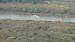 Grupo voa de parapente sobre belas paisagens de União da Vitória