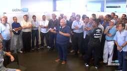 Azul, Preto e Branco - Romildo Bolzan e Renato Gaúcho falam com jogadores na apresentação