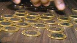 Comerciantes reclamam da falta de moedas para troco no mercado em São Carlos