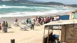 Operação de ordenamento é realizada na praia do Peró, em Cabo Frio, no RJ