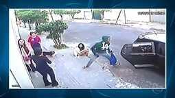 Ladrões usam carros para assaltar pedestres em Belo Horizonte