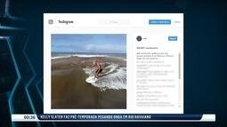 Kelly Slater pega onda em rio no Havaí