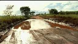 Motoristas reclamam de buracos e atoleiros na GO-206 entre Serranópolis e Itarumã, em GO