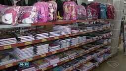 Procon faz pesquisa para ajudar consumidores na hora da compra de materiais escolares