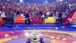 Plateia participa do desafio da bolinha de ping pong para concorrer a R$ 6.000
