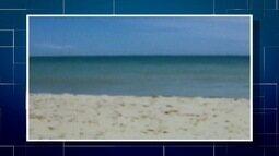 Mar de Farol de São Tomé, RJ, está calmo e azul neste sábado, dizem banhistas