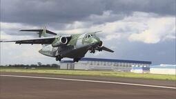 Maior avião militar já produzido no Brasil passa por fase final de testes