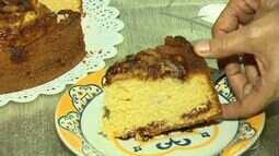 Aprenda a fazer um bolo que combina banana com goiaba