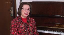 Abigail, a professora de piano apaixonada pelo que faz