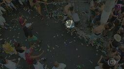 Homem armado é flagrado durante briga no bloco Chá de Alice