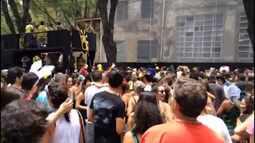 Vídeo em timelapse mostra trechos do desfile do bloco Acadêmicos da Nove de Julho
