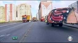 Montagem do Galo da Ponte provoca mudanças no centro do Recife