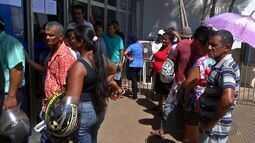 População que procura pelo atendimento em bancos , em Rondonópolis, reclama de espera
