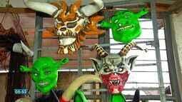 Foliões mascarados são atração no carnaval em Guiratinga