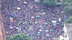 Bloco Cordão da Bola Preta arrasta multidão pelas ruas do Rio