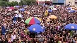 Trinta e um blocos desfilam nas ruas de SP
