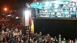 Sertanejo, desfile de blocos e trio elétrico animam noite de carnaval em Gurupi