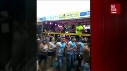 Bandas que tocam marchinhas de carnaval percorrem as ruas da cidade de Imperatriz