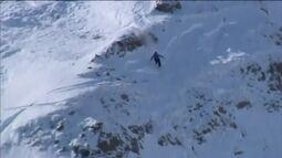 Voo radical em prova de snowboard chama atenção do público